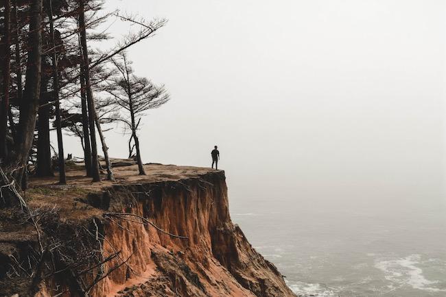 Tinder: Yalnızlığını birbirine emanet edenlerin toplanma alanı